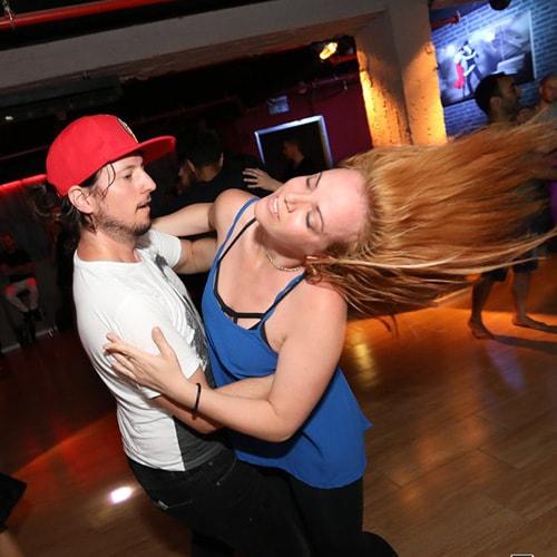 שיעורי ריקוד סלסה