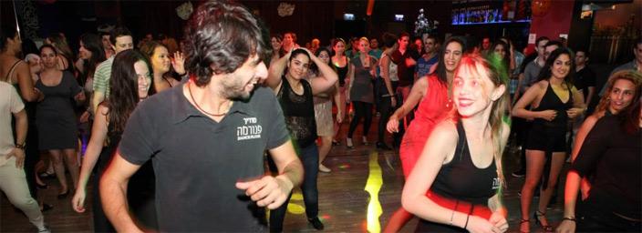 ריקודי שורות אפשר ללמוד בשיעור המקדים. צילום: פנורמה דאנס פלור