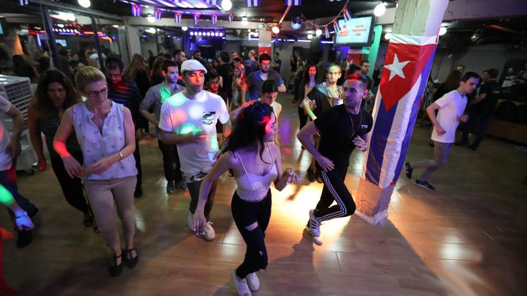 מסיבת ריקודי סלסה במועדון לטינגייט בתל אביב